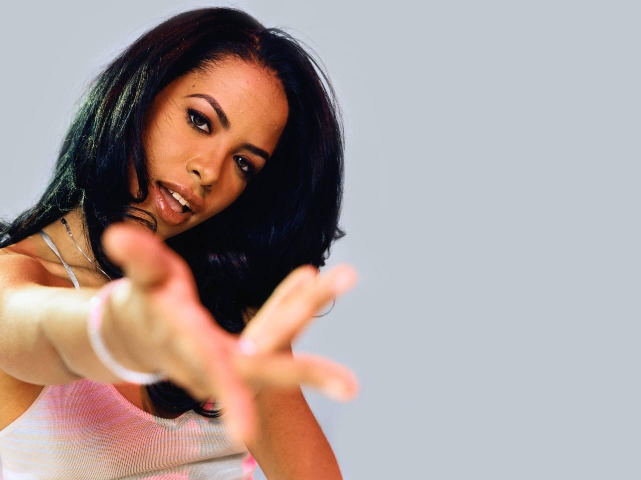 Aaliyah-012www.myWallpapers.com-1920x1440.jpg